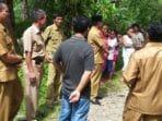 Bupati Bengkulu Selatan Dirwan Mahmud Berbincang dengan Warga Merambung