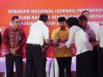 Gubernur Bengkulu Rohidin Mersyah menerima penghargaan dari Kemenkumham (2)