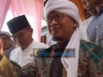 KH. Abdullah Gymnastiar (Aa Gym) menyapa Jamaah