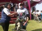 Kajari BS Serahkan hadiah Sepeda kepada pemenang SN