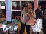 Dua Warga Desa Ulak Lebar Terima Bantuan Dari Kapolres Rudy Purnomo