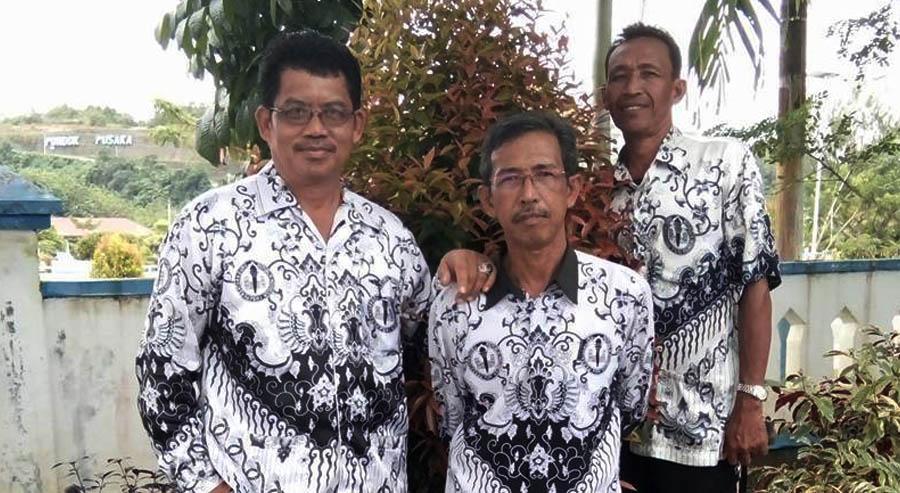 Rafi'ie tengah bersama pengurus PGRI Kabupaten Kaur