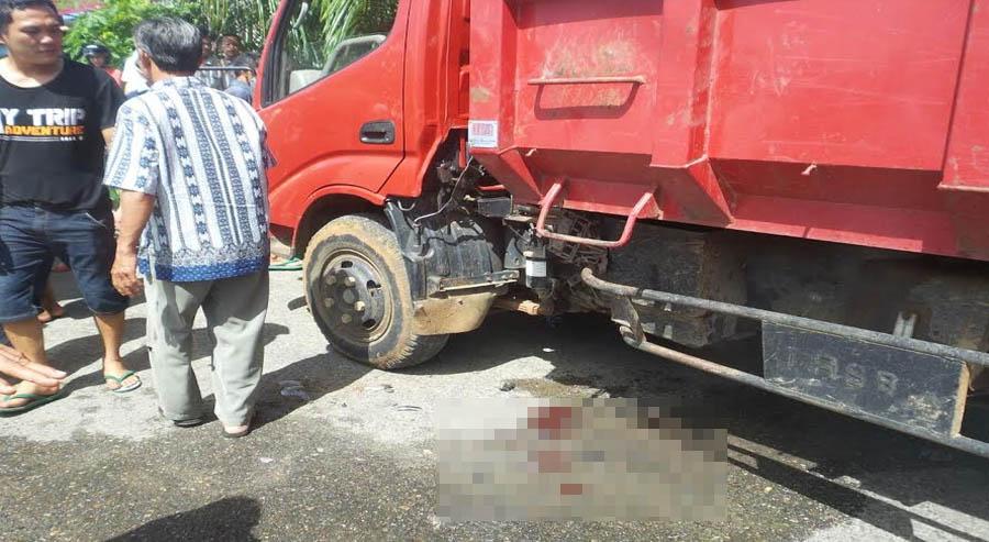 Truk Dum Dinas Kebersihan Yang Mengalami Kecelakaan