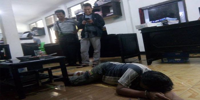 Yo Tsk Curnak merintih menahan kesakitan saat di Polres