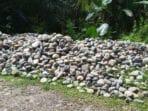 Tumpukan Batu sungai di Galianj C Desa Merambung