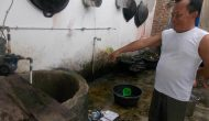 Permalink to Sumur Keluarkan Bau dan Berminyak, Warga Keluhkan Aliran Air PDAM Kecil